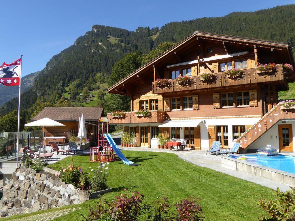 Alojamiento con balcón para 14 huéspedes