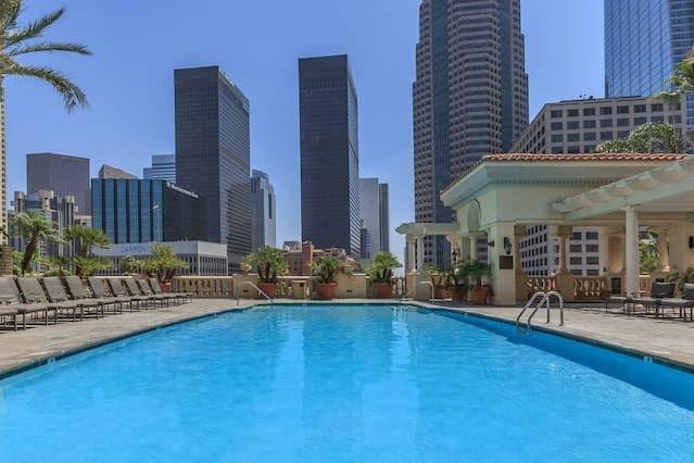 Panorámica vivienda con piscina