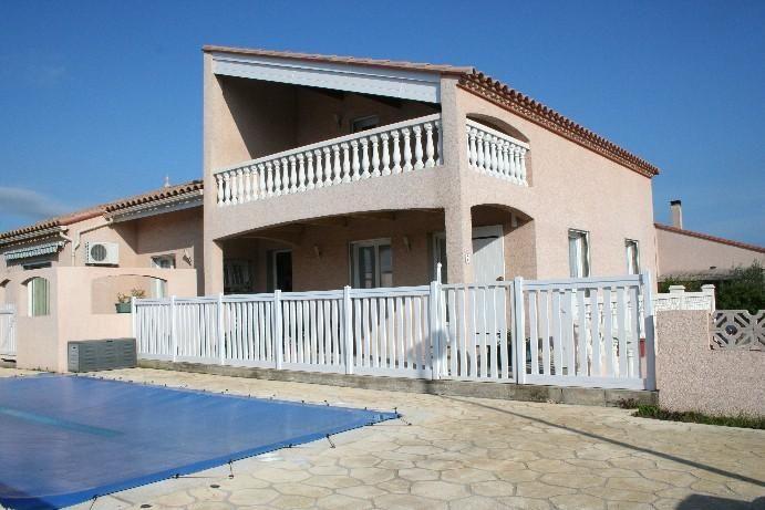 Villa con piscina a 4 km de la playa
