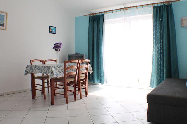 Apartamento 2 dormitorios cerca del Mar en Novalja