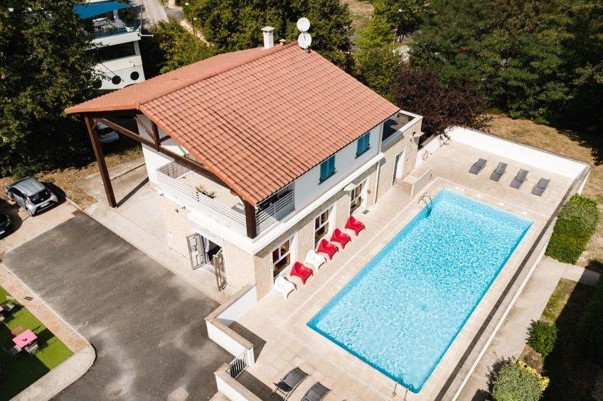 Alojamiento con piscina de 60 m²