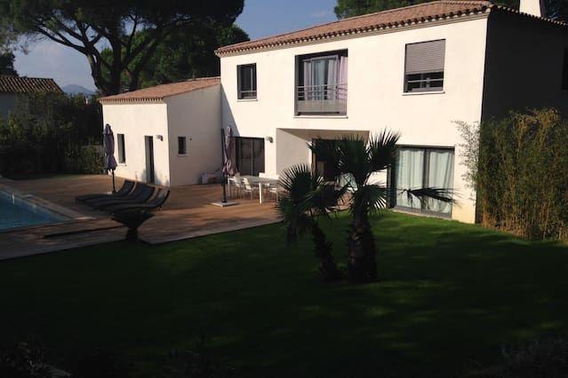 2155 SQF Saint-Tropez house w/pool