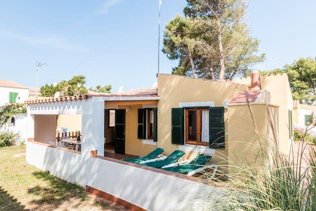 Bonito chalet con piscina comunitaria y terraza con barbacoa en Son Xoriguer 2.