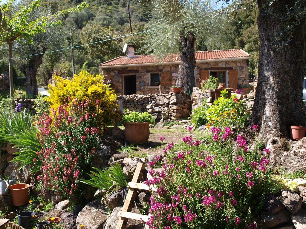 Vivienda con jardín para 4 personas