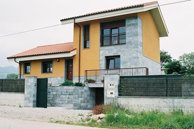 Alojamiento con balcón en Poo