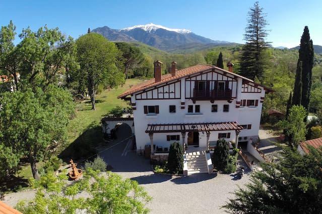 Piscina, parque, Pirineos! Muy bien amueblada casa de vacaciones en el encanto casa de campo.