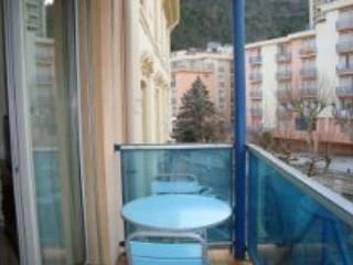 flat with balcony in  spa town below the Pyrenees