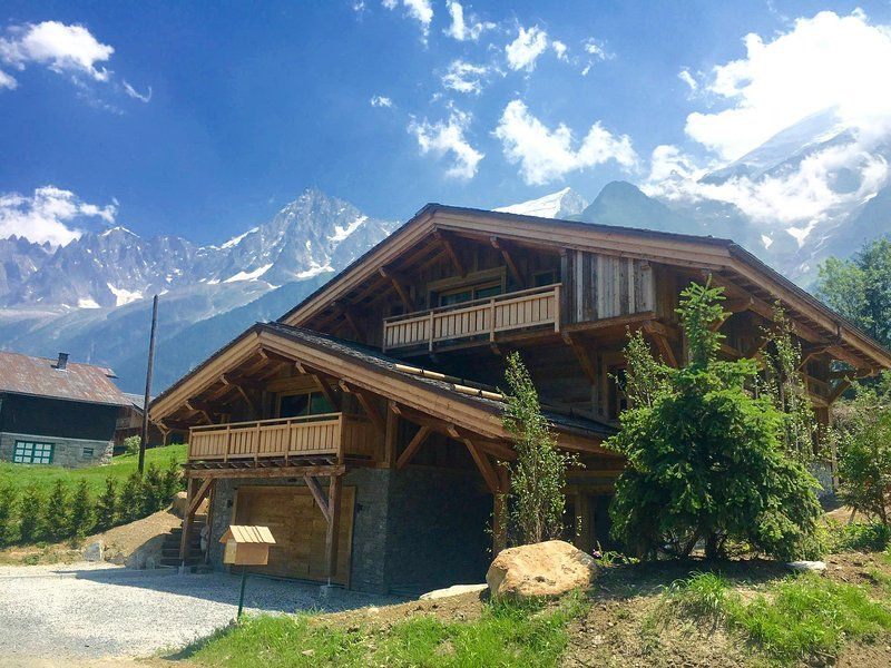 Luxury new 6 bed chalet in central Les Houches