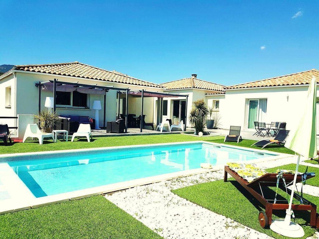 Casa con jardín de 200 m²
