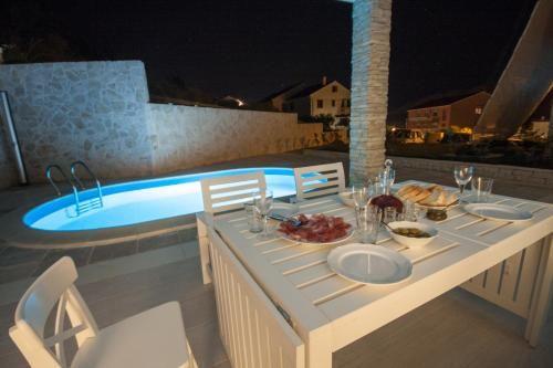 Casa con piscina en Krk island