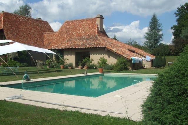 Buros: Villa des Pyrenees - Algunas de Béarn - 64