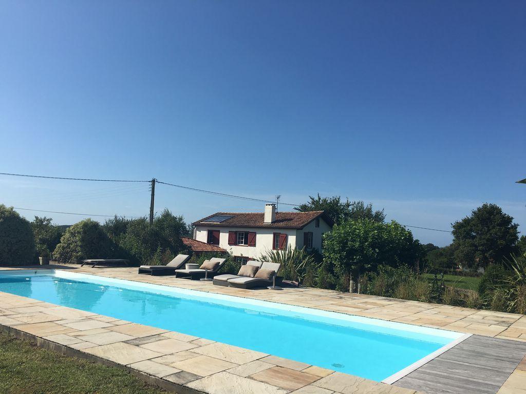 Casa de 220 m² con piscina