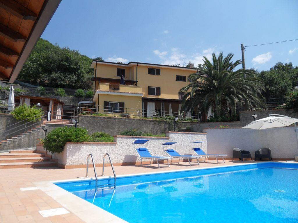 Hogareño apartamento con piscina
