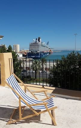 Apartamento panorámico con balcón