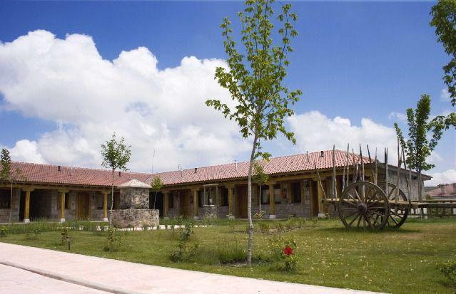 Hogareña casa con jardín