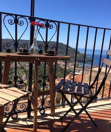 Provisto apartamento en Castellabate