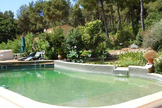 Pretty one-bedroomed flat , pool,  20 mins beaches