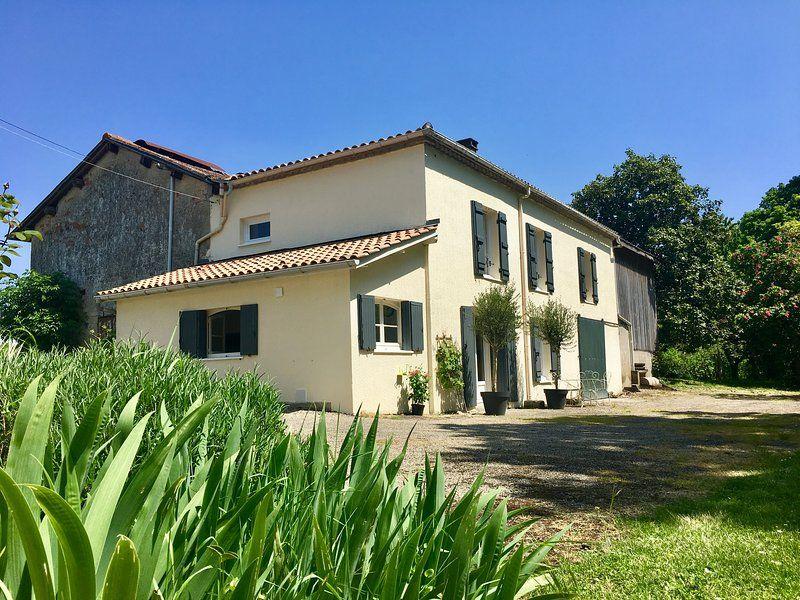 Casa en Casteljaloux con jardín