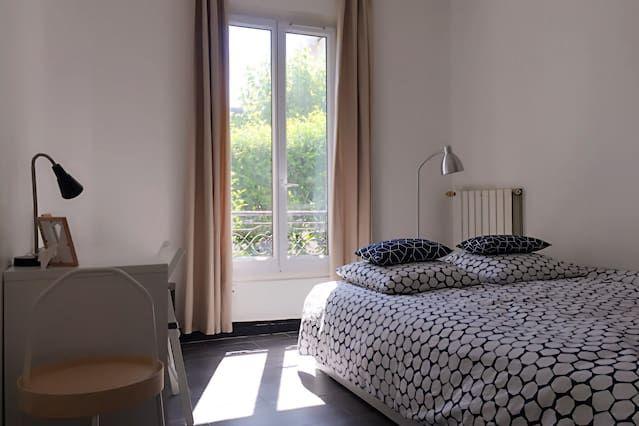 Atractivo piso con jardín