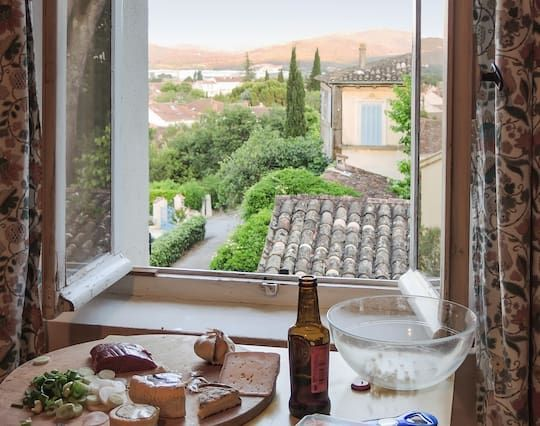 In the heart of the Var, Provence, beautiful and bright 1-bedroom garden apartment