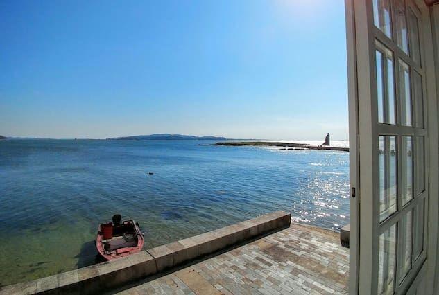 Casa marinera enfrente del mar a pie de playa