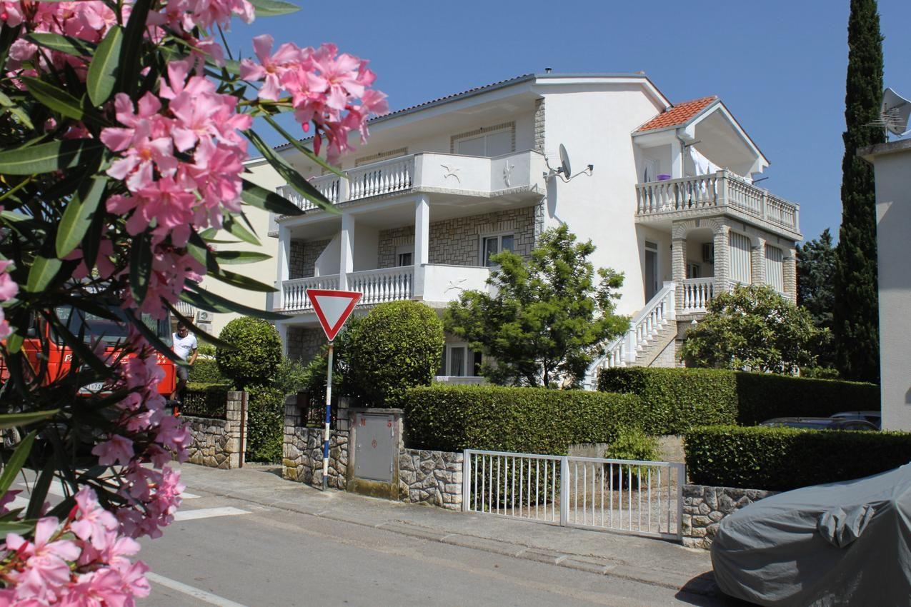 2-Zimmer-Ferienwohnung mit Terrasse Selce, Crikvenica (A-2392-b)
