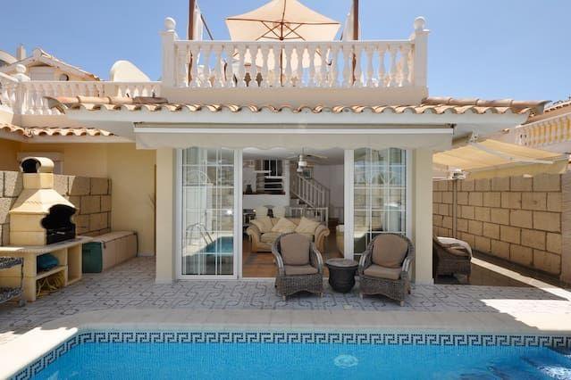 Casa vacacional con piscina privada y jacuzzi