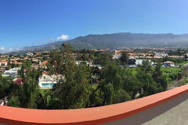Ferienunterkunft mit Balkon und 1 Zimmer
