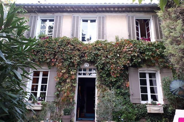 Alojamiento de 2 habitaciones en Aubagne
