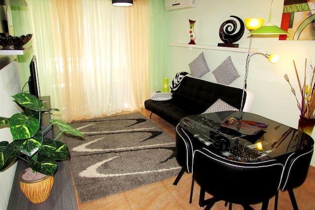 Se alquila apartamento tras totalmente renovado a unos pasos del mar!