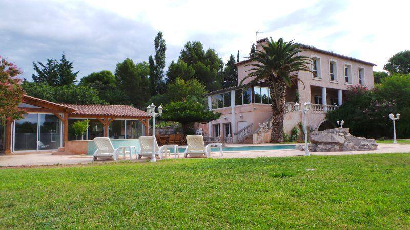 Residencia en La fare-les-oliviers con balcón