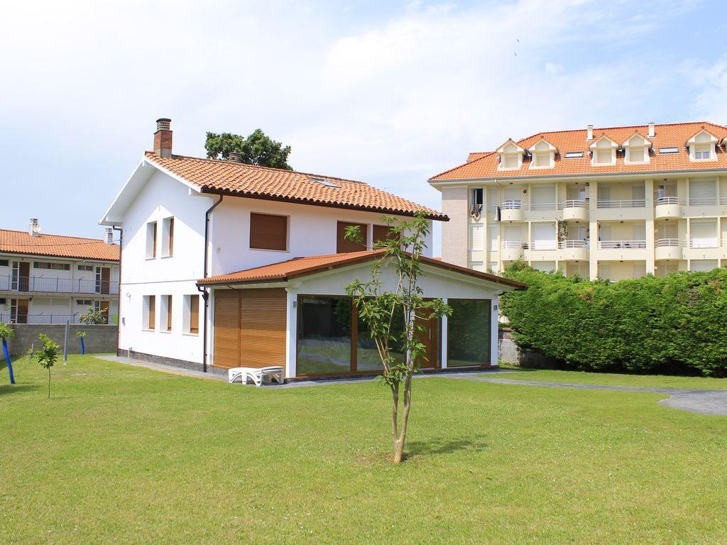 Residencia con jardín en Noja