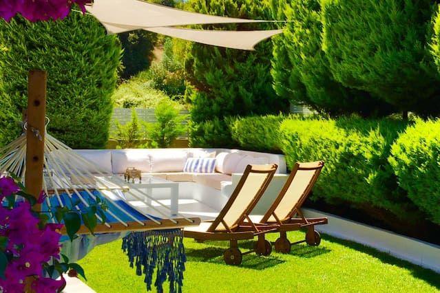Hermosa Villa situada en la ciudad de Skiathos con jardín privado