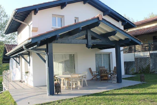 Casa funcional para 8 huéspedes