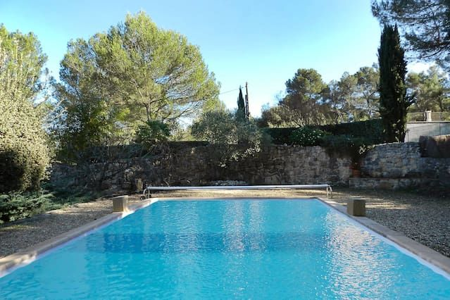 Rez de jardin avec piscine, vue Ste Victoire