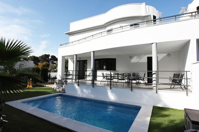 Villa totalmente equipada con jardín y piscina privada y barbacoa en Can Pastilla