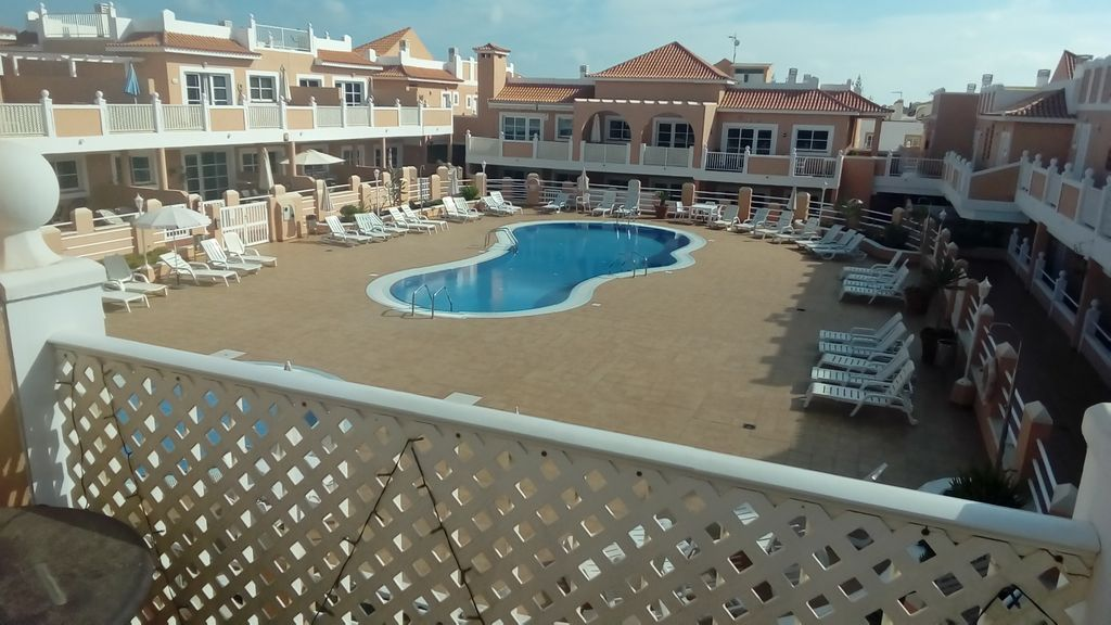 Holiday rental with swimming pool and 2 rooms