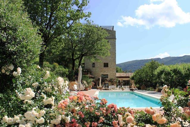 Villa con piscina y parque en Spoleto