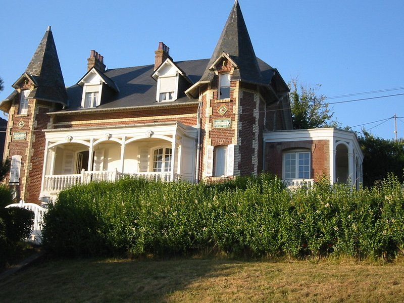Residencia en Ault con balcón