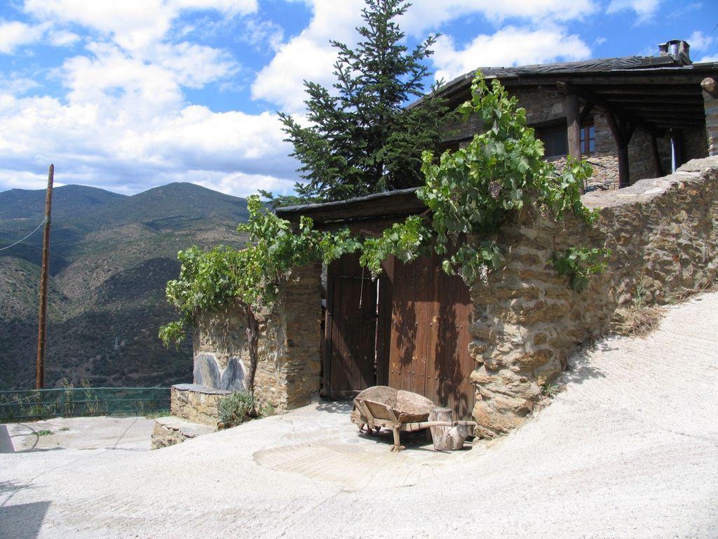 Acogedora casa de alta montaña. Muy soleada, tranquila y con muy buenas vistas