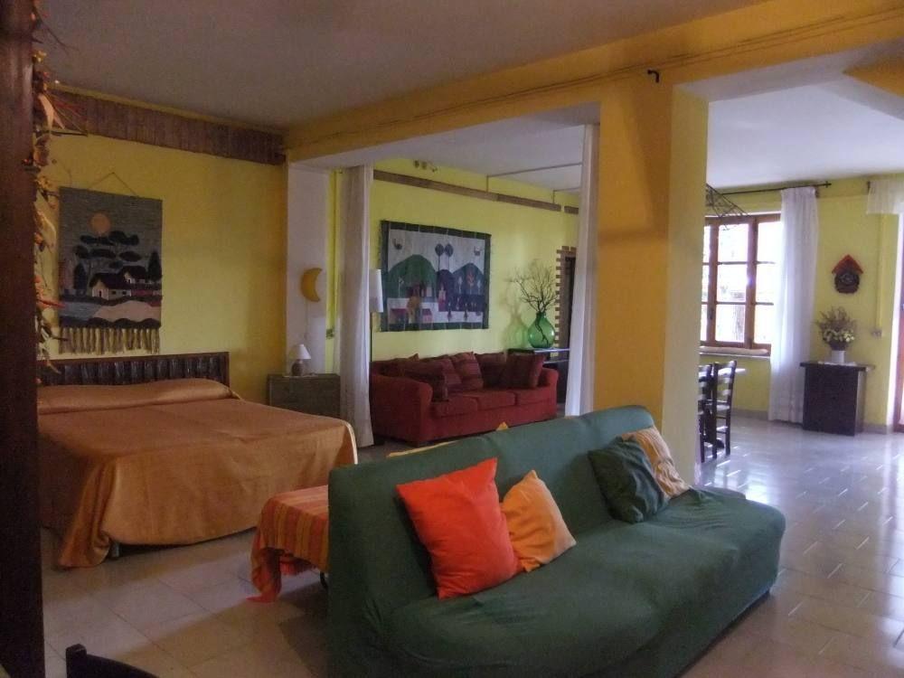 Bonito apartamento con  Calefacción en Nápoles