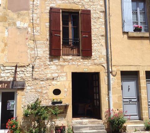 Gite Le Coeur restored medieval village townhouse