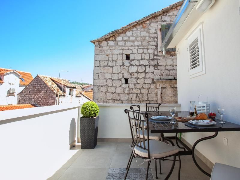 In the heart of Trogir lovely  apartment for 4
