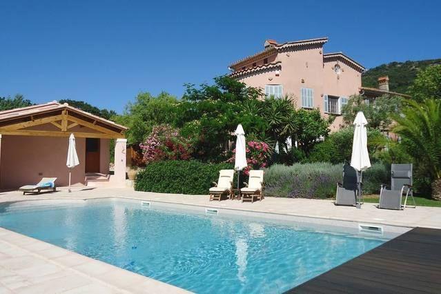 Villa de alta extremo por nr mar. Carquerianne. Capacidad para 10 personas piscina. Restaurada casa de viticultores