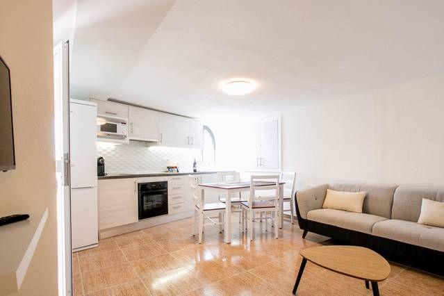 Apartment with views in La caleta