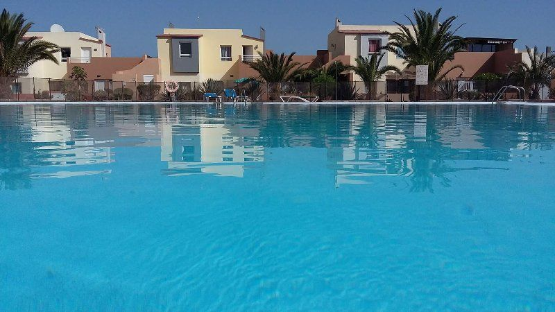 Sleeps 4, Wifi, UK TV & Terrace, fresh water pool