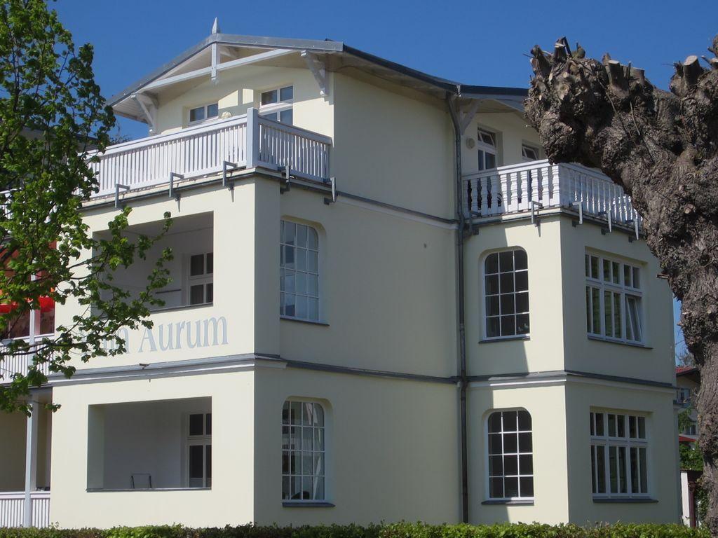 Ferienunterkunft mit 2 Zimmern und Balkon