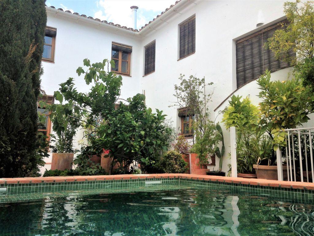 Residencia de 6 habitaciones con piscina