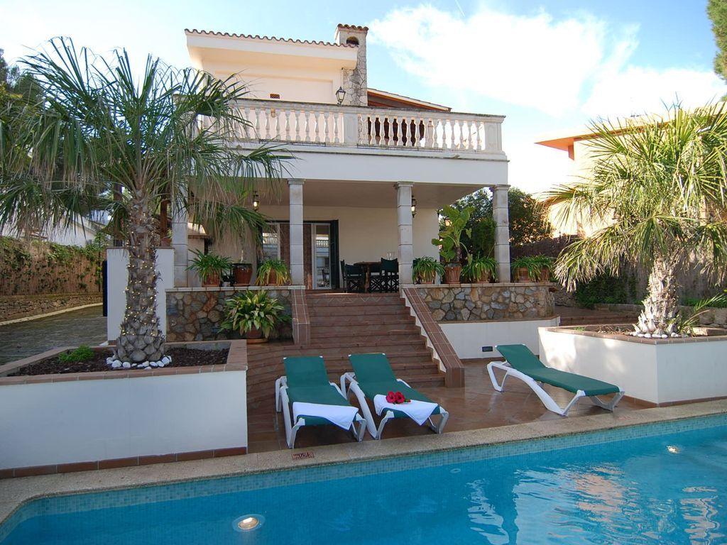 Residencia con piscina para 10 huéspedes