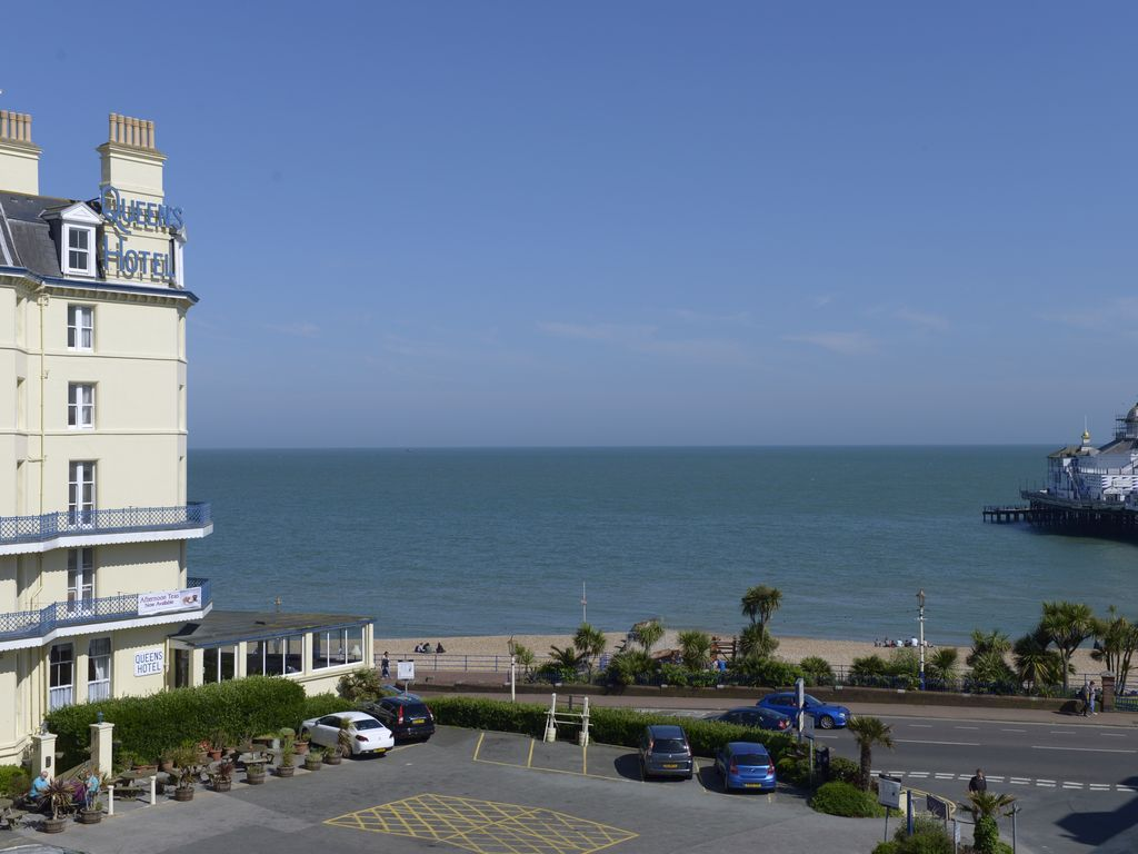 Wonderful views of Eastbourne pier and seafront in this family apartment for 4